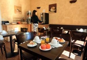 salle-petits-dejeuners-h33-hotel-nice